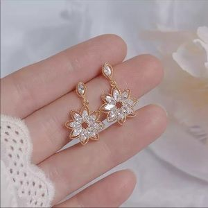 New Elegant Zircon/Gold Flower Earrings